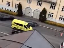 Gewapende man rijdt in Oslo met gestolen ambulance mensen aan