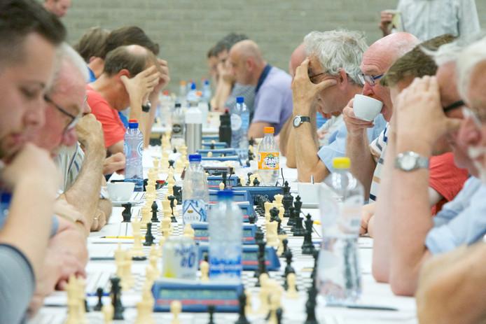 Deelnemers aan het ONK schaken in Dieren.