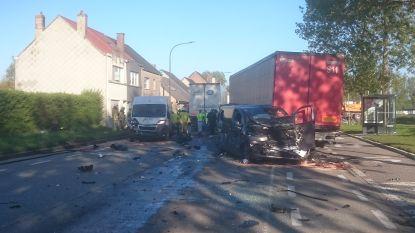 Twee vrachtwagens en 8 auto's betrokken bij zwaar ongeval in Oostende