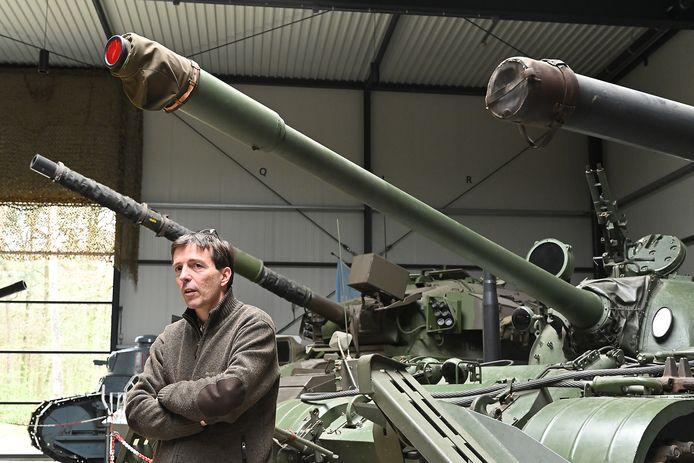 Erik van den Dungen in het gesloten oorlogsmuseum.