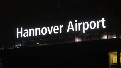Gedrogeerde man probeert met auto achter vliegtuig te rijden: vliegverkeer Hannover stilgelegd