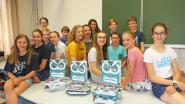"""Sint-Angela schenkt alle 590 leerlingen jaarboek cadeau: """"Mooie herinnering aan onze school"""""""