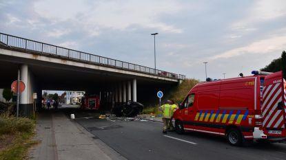 Man in levensgevaar na crash van brug
