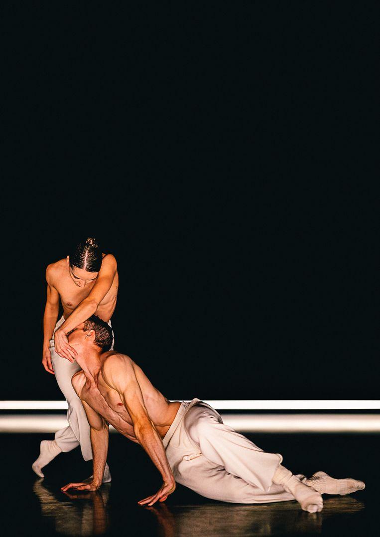 Chloé Albaret en Scott Fowler in Silent Tides van Medhi Walerski door Nederlands Dans Theater 1. Beeld Rahi Rezvani