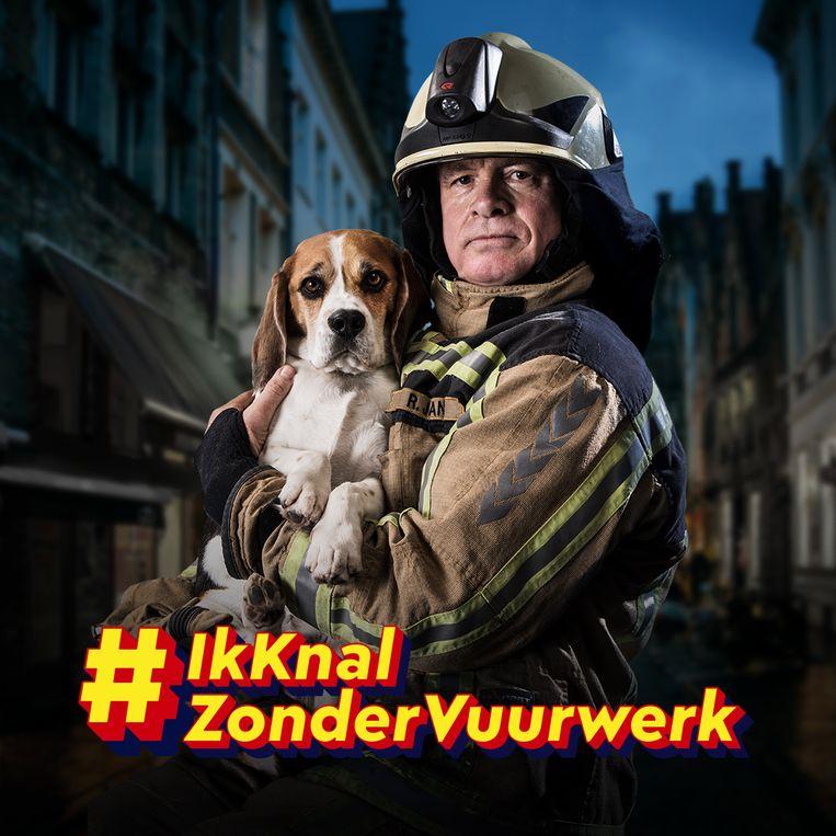 Brandweerman Rob en zijn hond Charlie moeten mensen aanzetten om geen vuurwerk af te steken.