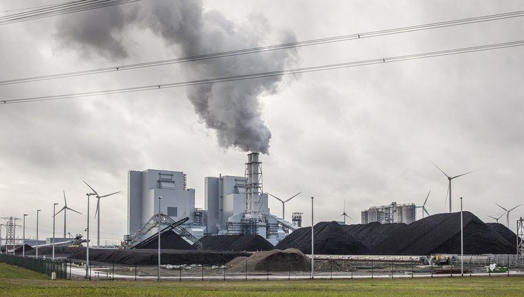 De kolen gestookte centrale van RWE in de Eemshaven gaat onder de 'vuile' tak van het Duitse moederconcern vallen. Beeld Harry de Cock