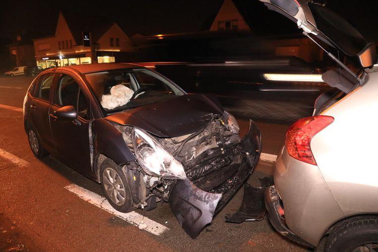 De bestuurster van het aanrijdende voertuig raakte gewond bij de botsing.