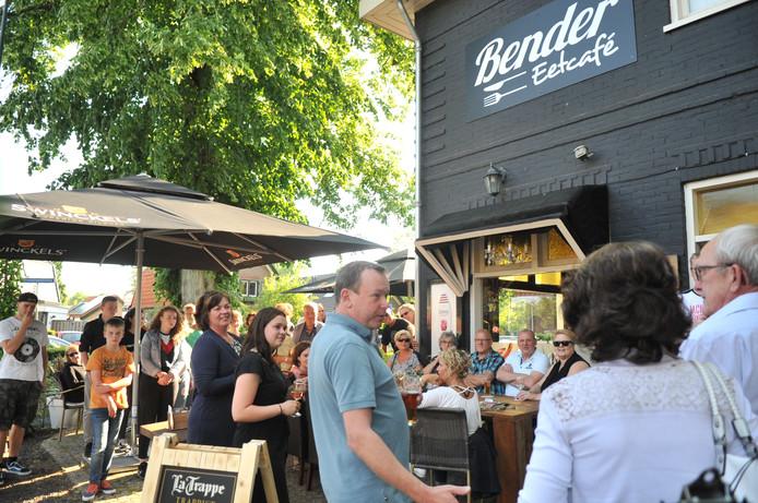 Proefdraaien voor genodigden bij Bender Eetcafé in Renkum op maandag.