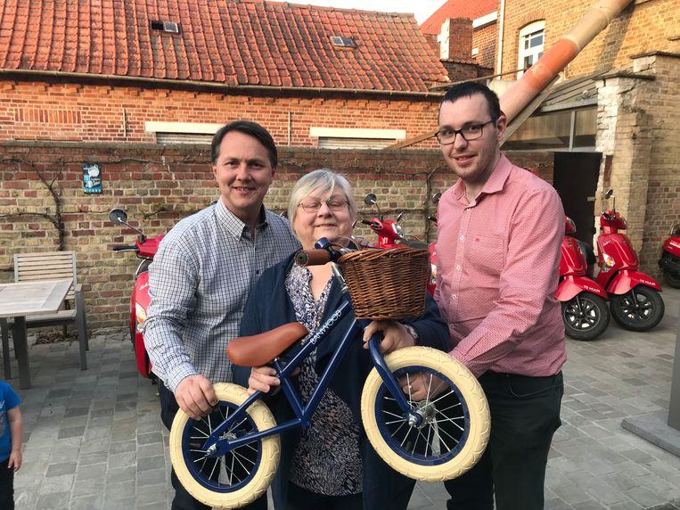 Laurent Hoornaert, Colette Descheemaecker en begeleider Sander Declerck organiseren de rit in Poelkapelle, samen met Pieter Demeulemeester die ontbreekt op de foto.
