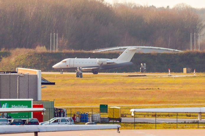 Het toestel met Ridouan Taghi erin landde vanochtend vroeg op Vliegbasis Eindhoven.