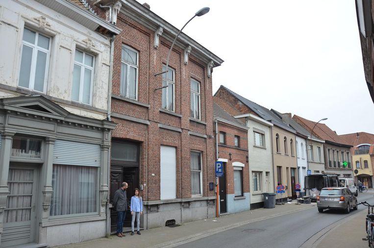 Het huis met rode gevel in de Kapellestraat.
