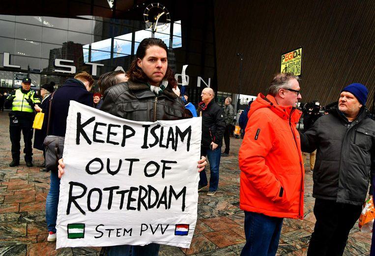 Sam wil dat de machthebbers iets doen aan 'de hoofddoekjes op straat' en aan het 'Marokkanenprobleem'. Beeld anp