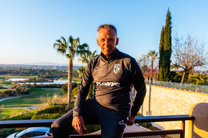 Edward Sturing op het trainingskamp Vitesse in Alcantarilha. De Arnhemse club verblijft op een prachtig golfresort, met palmbomen en vijvers. Hier legt de eredivisionist de basis voor de tweede helft van het seizoen.