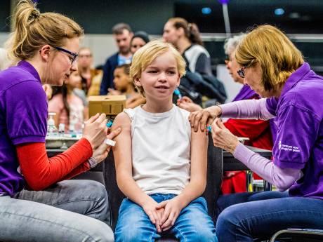 Offensief tegen vaccinatie-angst: 16-jarigen krijgen oproep om gratis inenting te halen