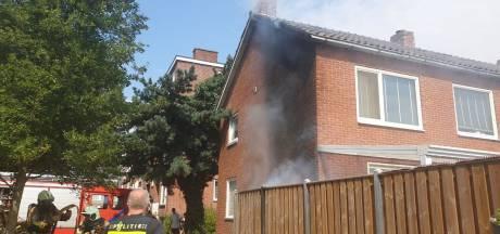 Gloeiend barbecueafval oorzaak brand in Hengelo