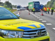 Gewonde chauffeur bekneld in cabine door zware botsing tegen voorligger op A67 bij Eersel