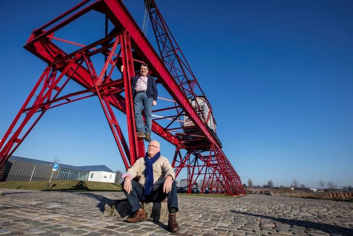 Jan van Bussel en Micheal Rieter van de Monumentenwerkgroep Helmond