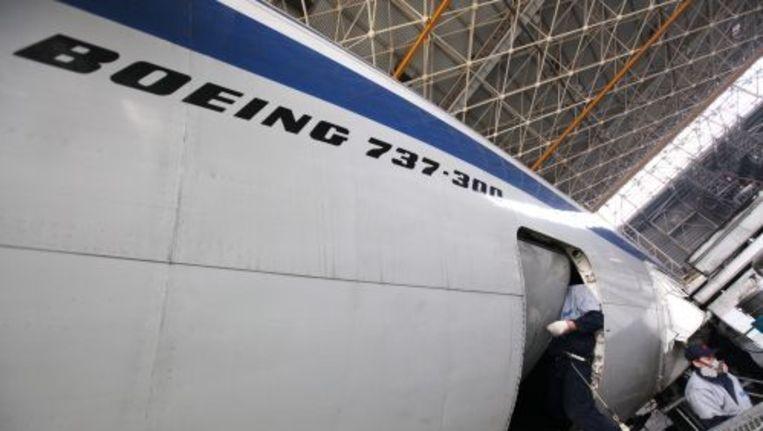 Een Boeing 737 wordt gecheckt door technici. ANP Beeld