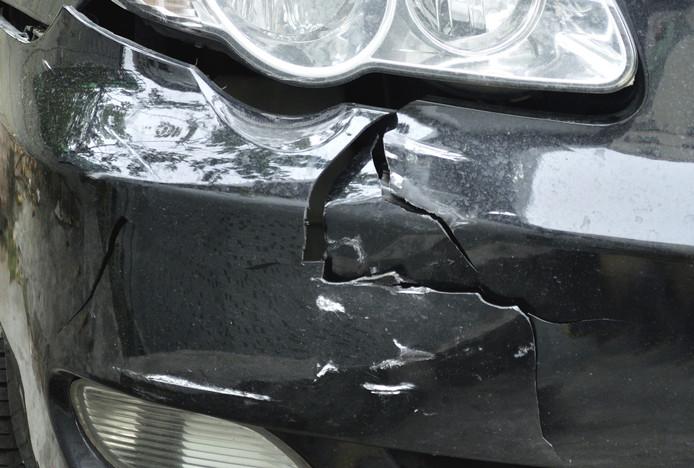 Auto belandt in greppel na ongeluk bij Nieuwleusen.