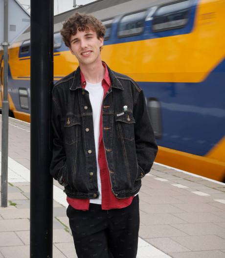 Tim observeerde uren en uren gesprekken in de trein: 'Heel oppervlakkige praatjes'