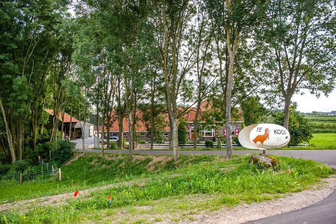 Het bedrijf in het Gelderse Eck en Wiel waar eieren met de gevaarlijke hoeveelheid fipronil vandaan komen. Volgens de Nederlandse Voedsel- en Warenautoriteit (NVWA) is het gehalte van de schadelijke stof fipronil daarin is zo hoog dat consumptie een acuut gevaar oplevert voor de volksgezondheid.