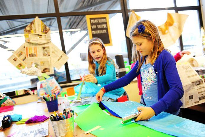 Hoe kun je de anderhalvemeter samenleving vormgeven? De Uitvindfabriek in Breda roept kinderen en ouders op mee te denken in een challenge.