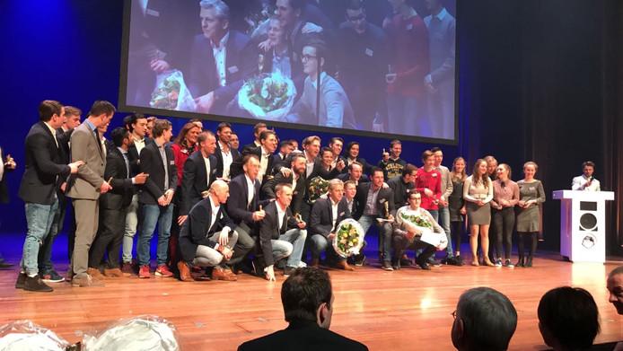 Alle winnaars op het podium.
