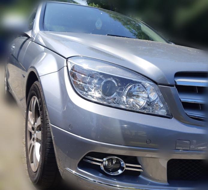 De 15-jarige reed zonder rijbewijs rond in deze Mercedes.