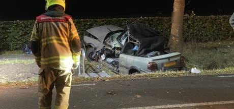Nieuws gemist? Bijrijder (18) komt om bij ernstig auto-ongeluk en aantal besmettingen 'gedaald'. Dit en meer in jouw overzicht