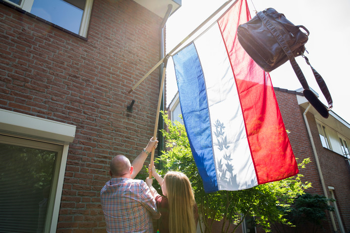 Bij vele scholieren gaat vanmiddag de vlag uit. In Dalfsen krijgen ze mogelijk ook bezoek van een 'felicitatiedienst'.