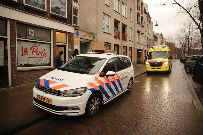 Politie en ambulance aan De Raam na steekpartij