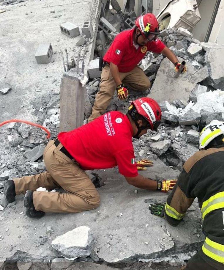Op een bouwwerf in Mexico zijn minstens zeven doden gevallen toen een gebouw instortte. Nog een tiental arbeiders zijn vermist.