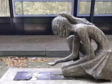 Bronzen beeld waarmee iemand wegfietste in Ede is teruggevonden