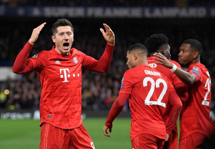 Onzième but de la saison en Ligue des Champions pour Robert Lewandowski, qui s'isole à nouveau en tête du classement des buteurs de la compétition.
