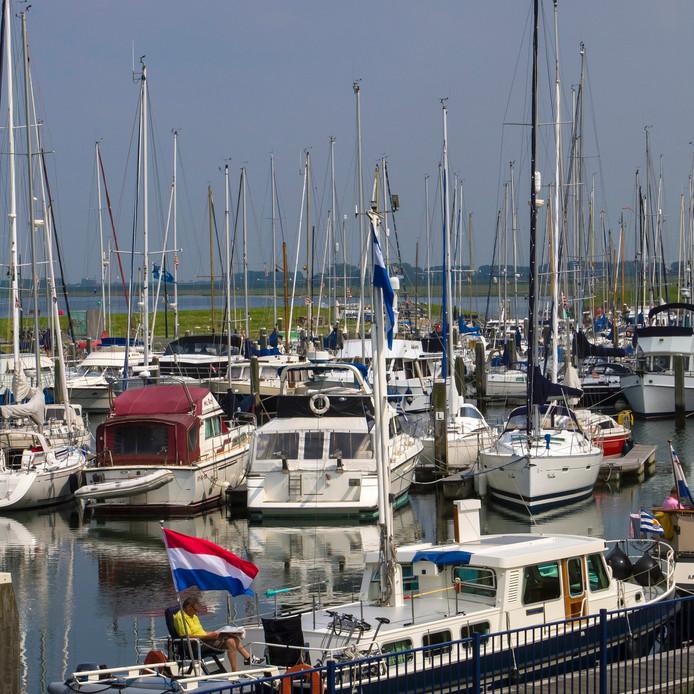 De jachthaven van Sint-Annaland.