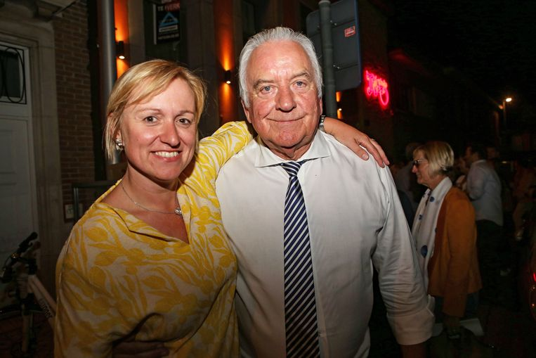 Inez De Coninck en Albert Beerens. Zij zal het pas in 2021 van hem overnemen.