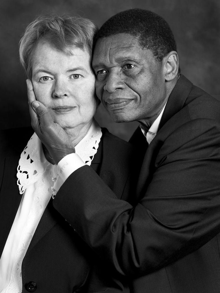 Wilma Schavemaker (1957) en Patric Mtshaulana (1954) uit 'Love Zone Zuid-Afrika' Beeld Hadas Itzkovitch en Anya van Lit