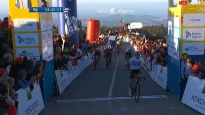 Ook succes voor Sky in Algarve: Kwiatkowski sprint in bergrit naar zege, Thomas nieuwe leider