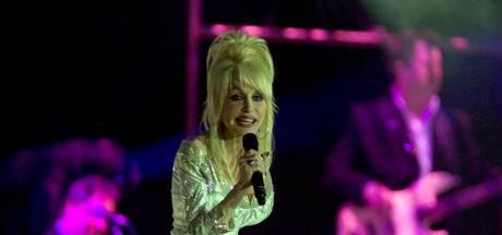 Twee wereldrecords voor countrykoningin Dolly Parton