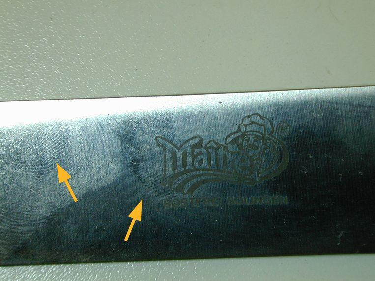 Vingerafdrukken op het mes in de Deventer moordzaak, die niet aan Ernest Louwes toebehoren.  Beeld Technische Recherche