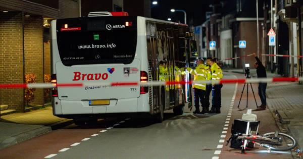 Fietser aangereden door lijnbus in Bisschop Zwijsenstraat in Tilburg.