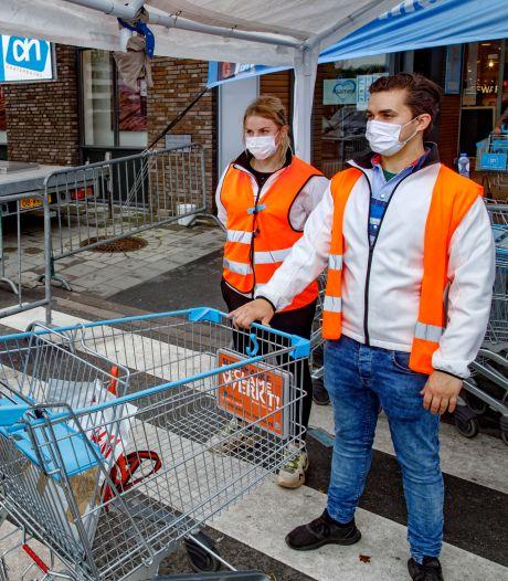 Hoe de gesloten horecabaas en de drukke winkelmanager elkaar helpen: 'We komen soms echt handjes tekort'