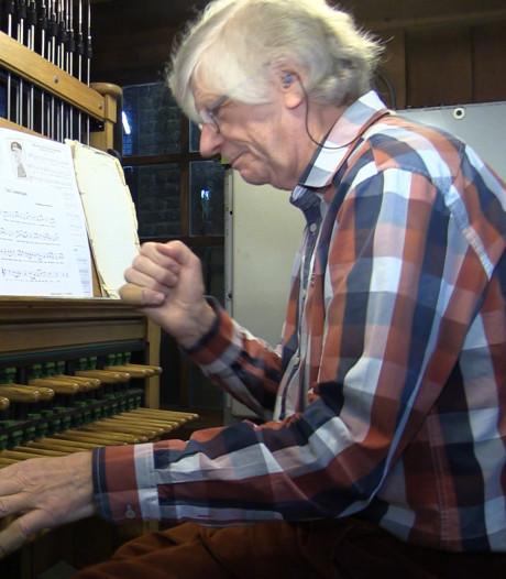 Tóch nog een liveconcert: beiaardier speelt vanuit klokkentoren exact 75 jaar na bevrijding Doetinchem