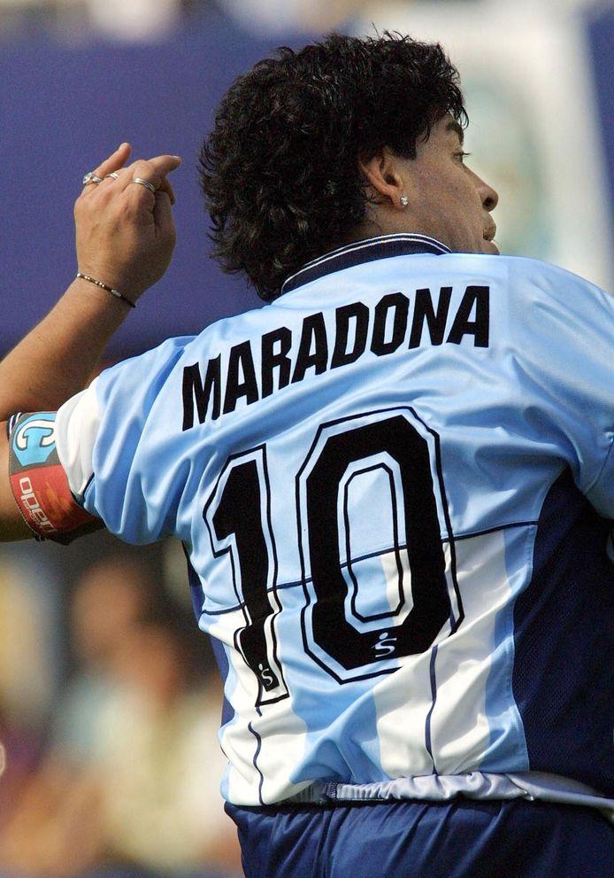 Diego Maradona in een shirt met rugnummer 10.