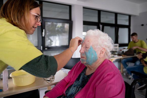 PUURS Wellnessmoment voor bewoners van Woonzorgcentrum Sint-Pieter