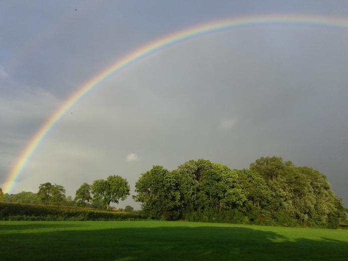4 sept. 2016 op zondag om 19.30 een regenboog boven het Zeldam. Hof van Twente