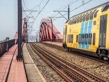 Duizend reizigers uit defecte trein op Hanzeboog bij Zwolle gehaald