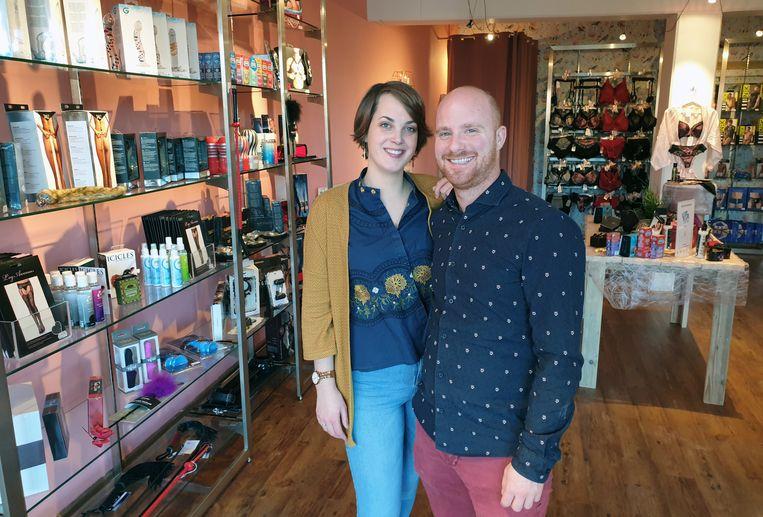Sanne Van Lierde en Ken Leysen in hun winkel.