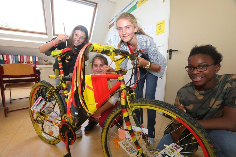 Leerlingen maken een echte Belgische fiets voor het BK veldrijden.