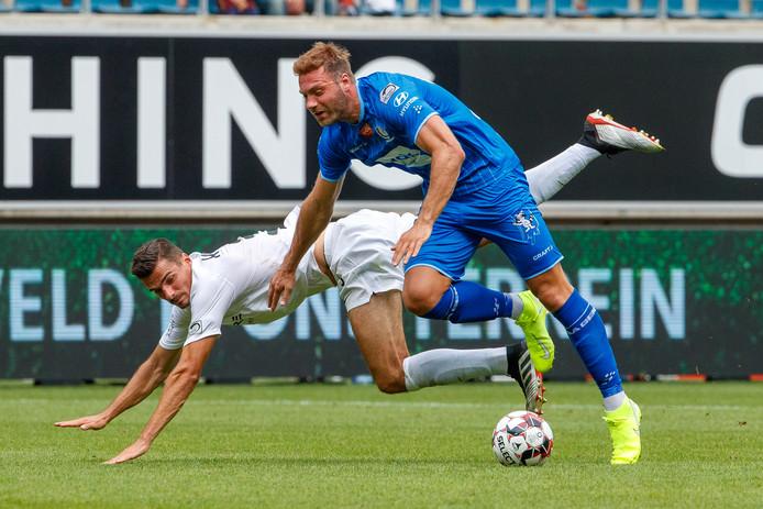 Menno Koch in het duel met AA Gent, namens KAS Eupen.